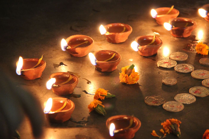 diwali-oil-filled-lamps.jpg